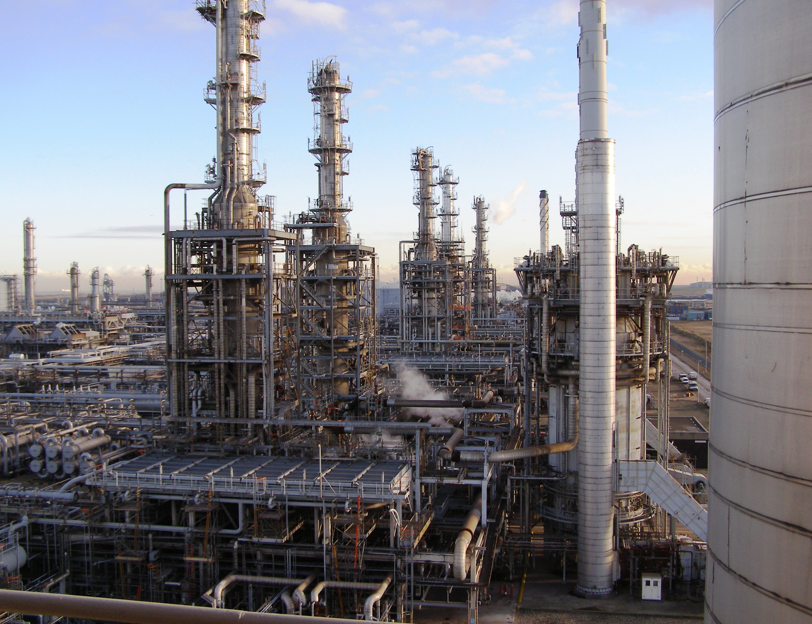 http://ppec.co.in/images/Oil-refinery.JPG